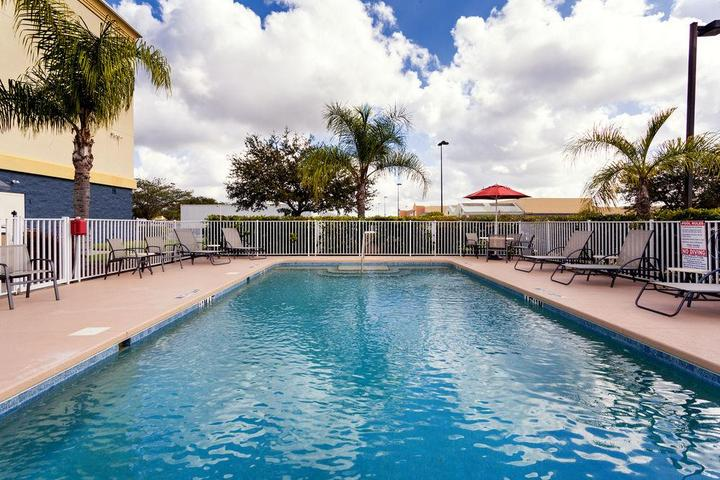 Pet Friendly Holiday Inn Express Hotel & Suites Arcadia