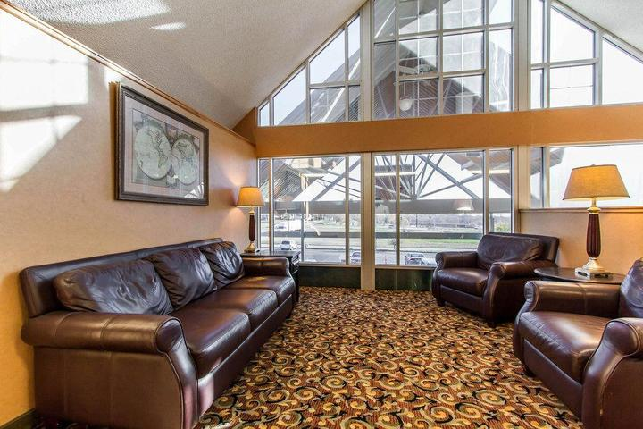 Pet Friendly Hotels In Council Bluffs Ia Bringfido