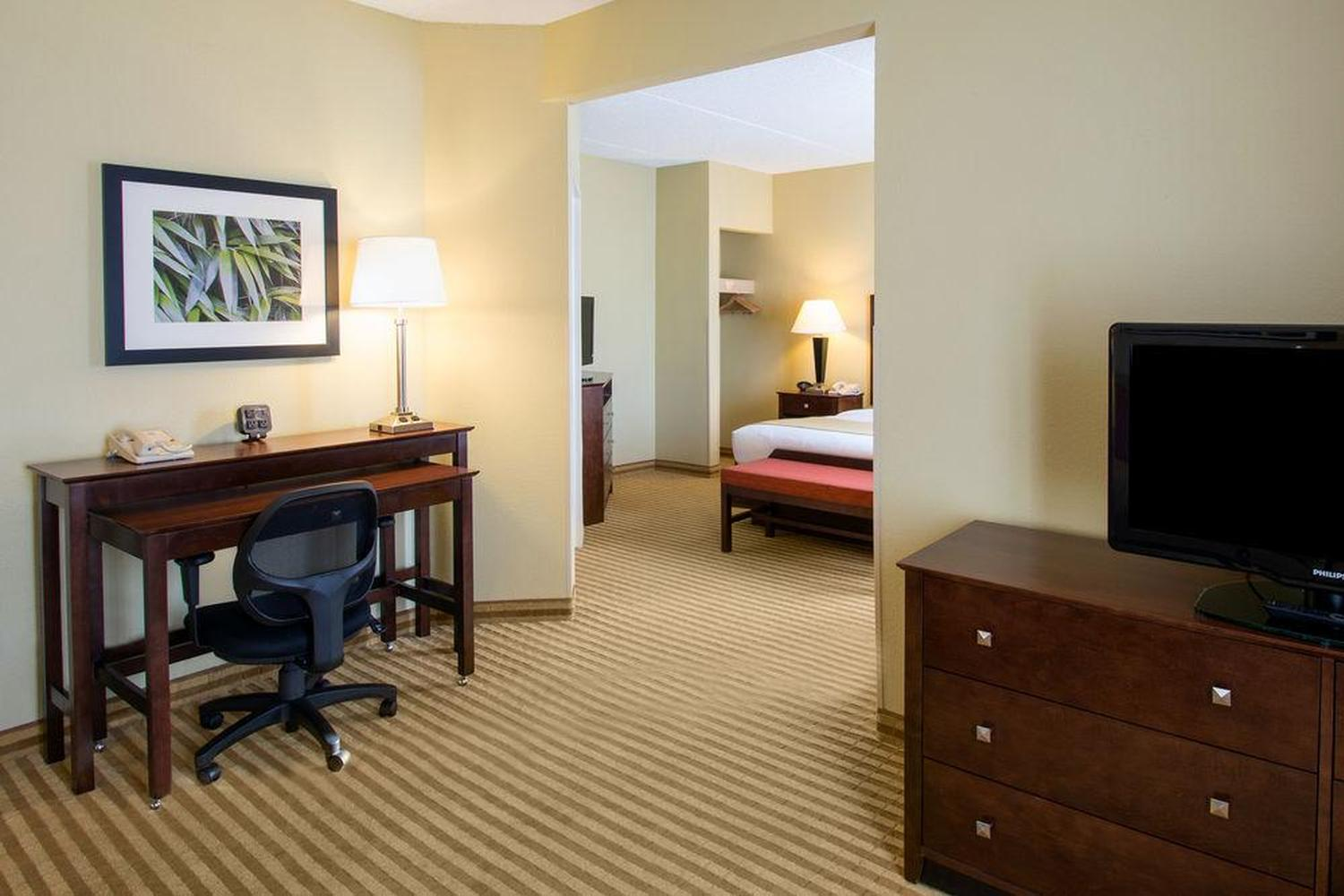 Comfort Suites Near Universal Orlando Resort Pet Policy