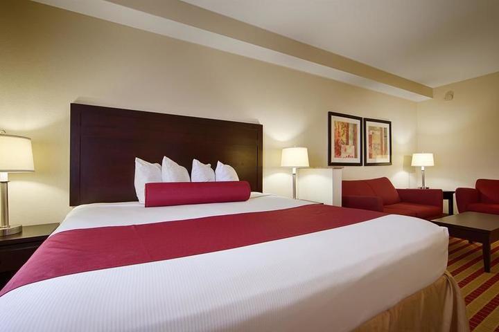 Pet Friendly Best Western Plus Olive Branch Hotel & Suites