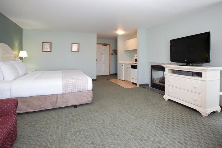 Pet Friendly La Quinta Inn & Suites Newport