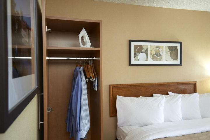 Pet Friendly Comfort Inn Laval
