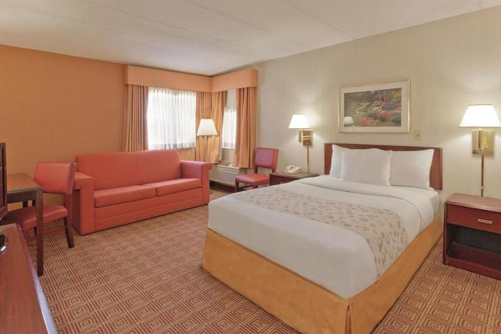 Pet Friendly La Quinta Inn & Suites Warwick Providence Airport