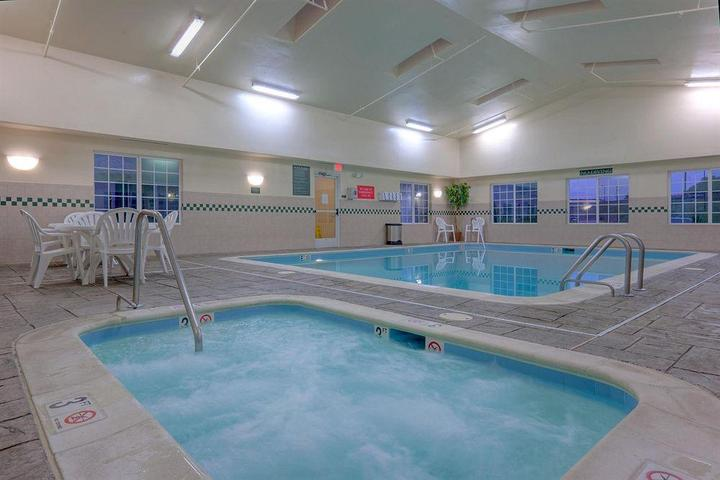 Pet Friendly Country Inn & Suites Winchester