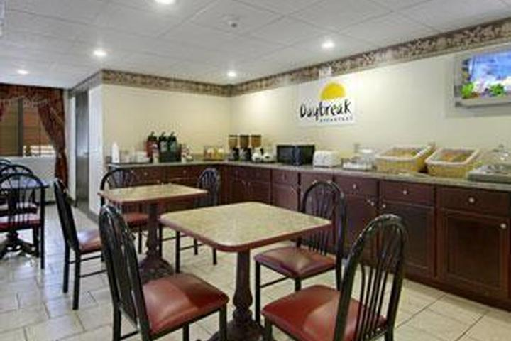 Pet Friendly Days Inn & Suites Youngstown Girard