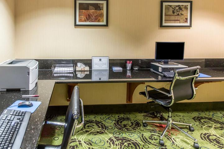 Pet Friendly Hotels In Haymarket Va Bringfido