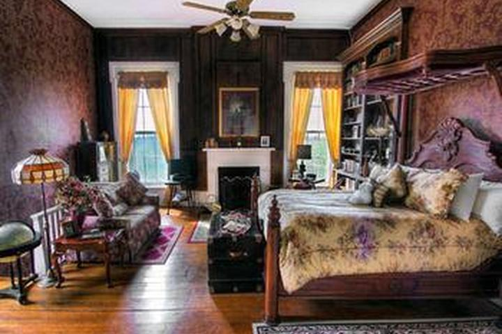 Pet Friendly 1851 Historic Maple Hill Manor B&B