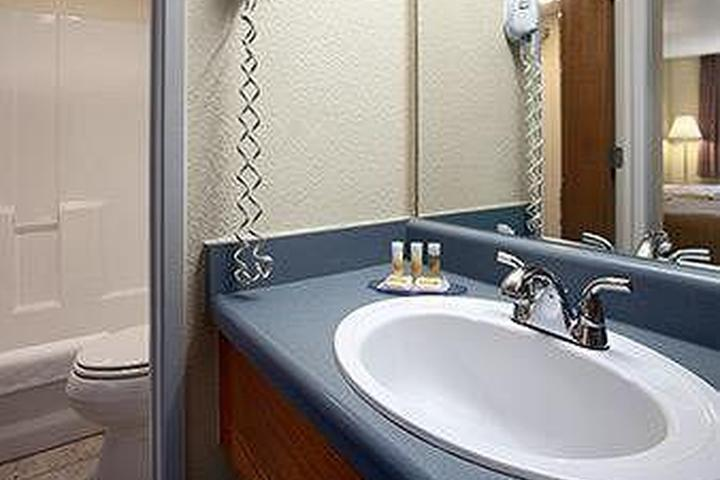 Pet Friendly Days Inn & Suites Arcata