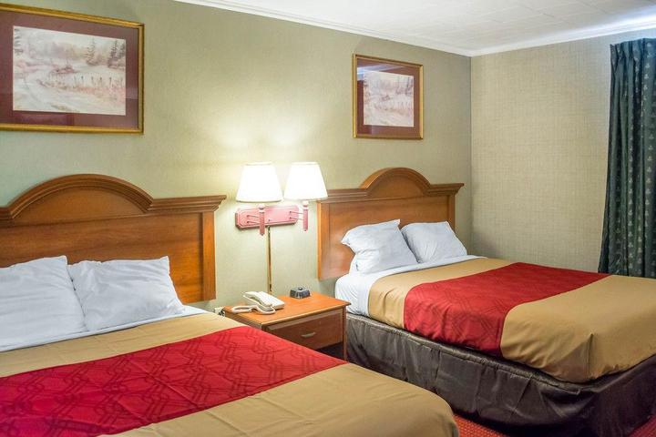 Pet Friendly Econo Lodge Newton Falls