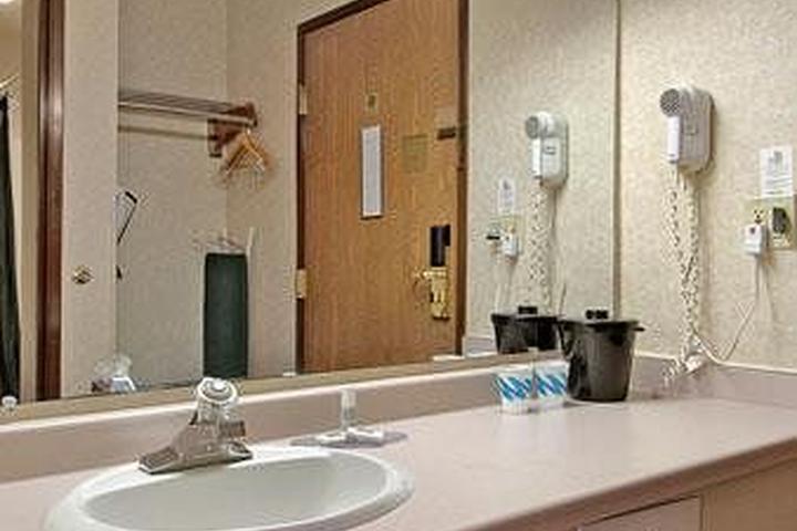 Pet Friendly Baymont Inn & Suites Madison West