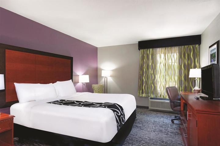 Pet Friendly La Quinta Inn & Suites Knoxville N I-75