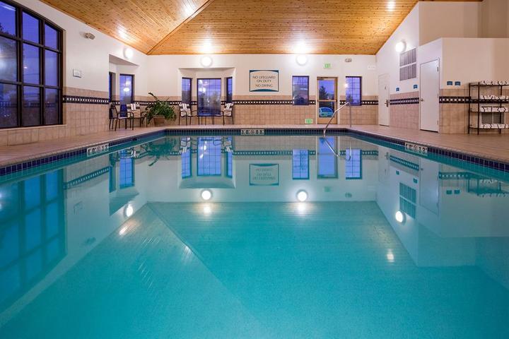 Pet Friendly Staybridge Suites Maple Grove Arbor Lakes