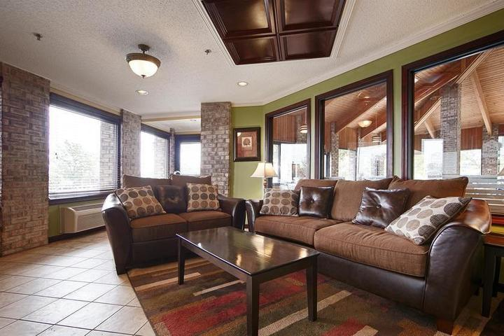 Pet Friendly Baymont Inn and Suites Delaware