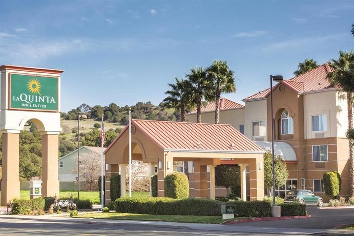 Pet Friendly La Quinta Inn & Suites Fairfield Napa Valley