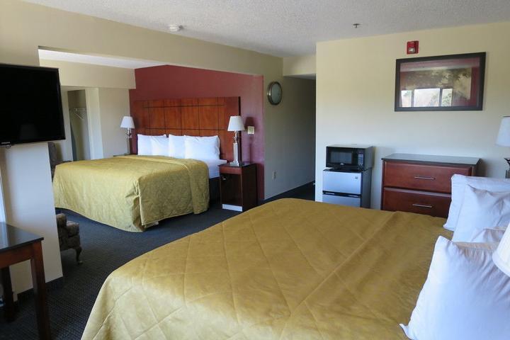 Pet Friendly Hotels in Fayetteville, NC - Bring Fido