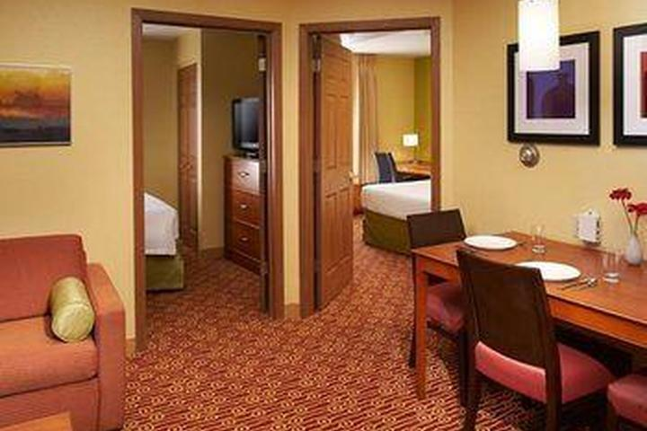 Pet Friendly TownePlace Suites West Dundee