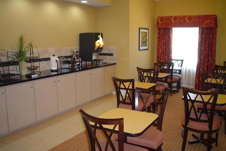 Pet Friendly La Quinta Inn & Suites Slidell North Shore Area