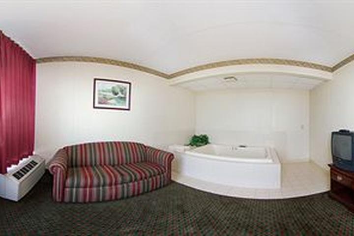 Pet Friendly Quality Inn & Suites Outlet Village