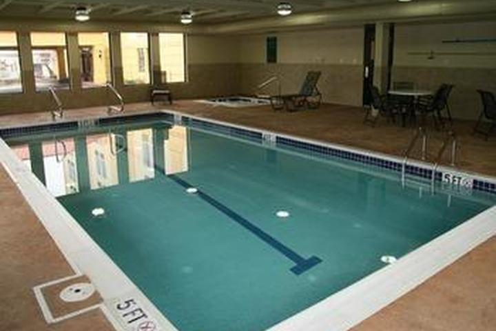 Pet Friendly La Quinta Inn & Suites Cleveland Airport West