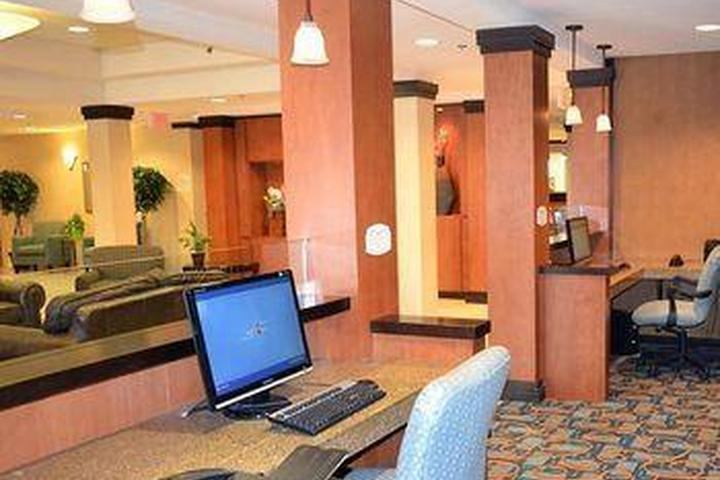 Pet Friendly Fairfield Inn Suites Kelowna