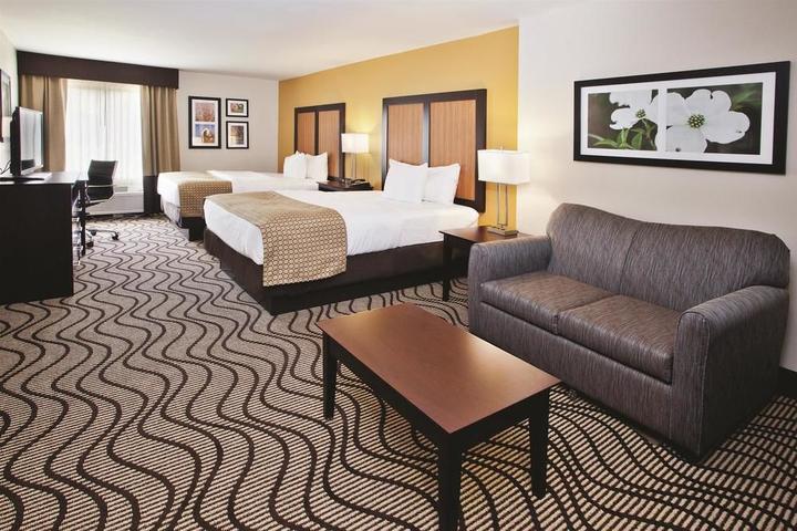 Pet Friendly La Quinta Inn & Suites LaGrange