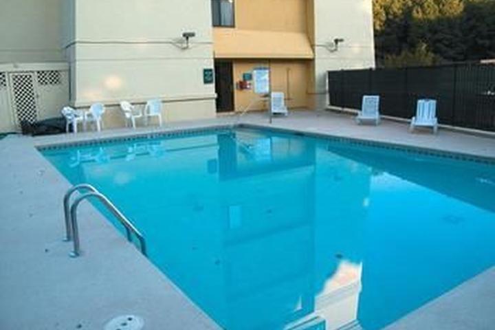 Pet Friendly La Quinta Inn & Suites Atlanta Roswell