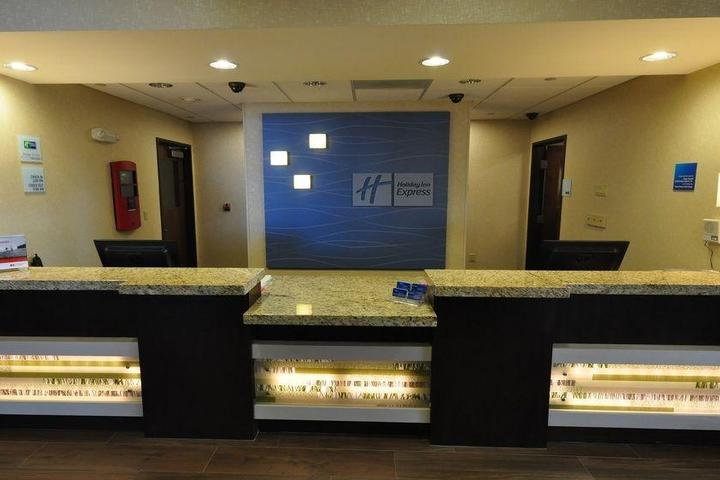 Pet Friendly Holiday Inn Express Hotel & Suites Belgrade