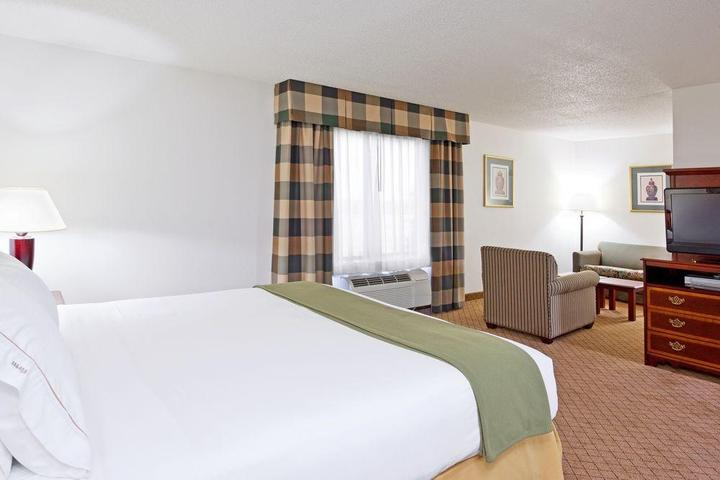 Pet Friendly Holiday Inn Express Hotel & Suites Alliance