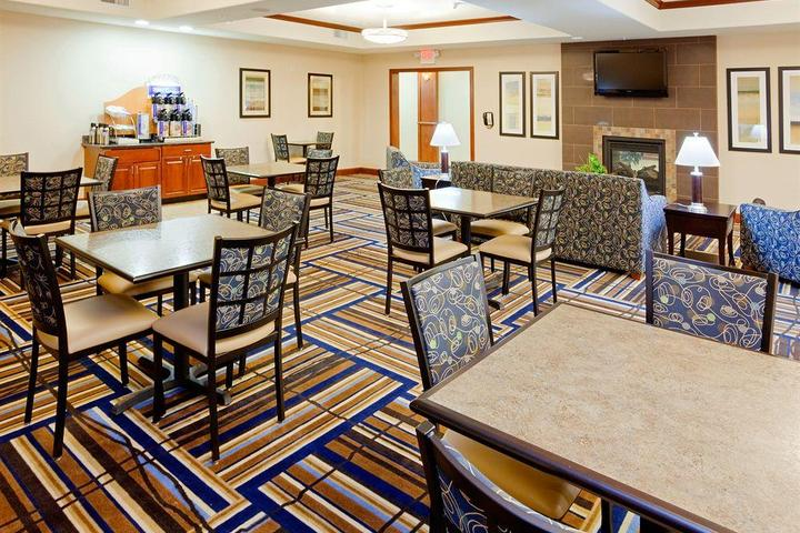Pet Friendly Holiday Inn Express Hotel & Suites Mount Airy