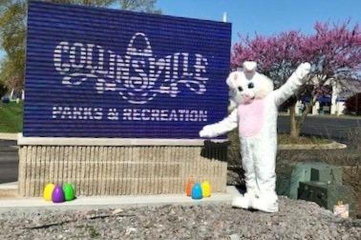 Pet Friendly Dog Pictures with the Easter Bunny at Mutts on Main Dog Park