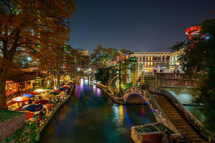 Pet Friendly Holiday Lights on the River Walk
