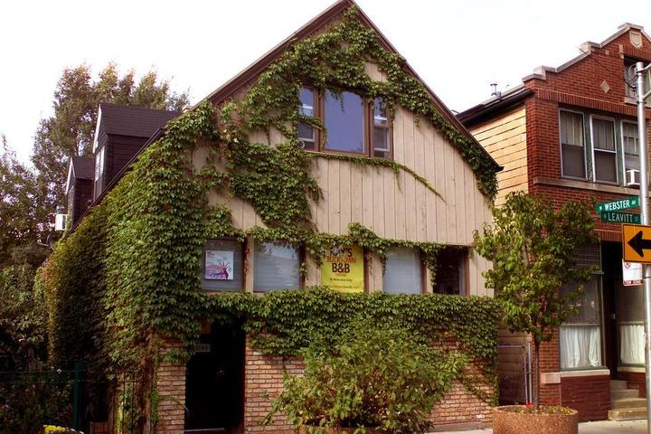 Pet Friendly Ray's Bucktown Bed and Breakfast