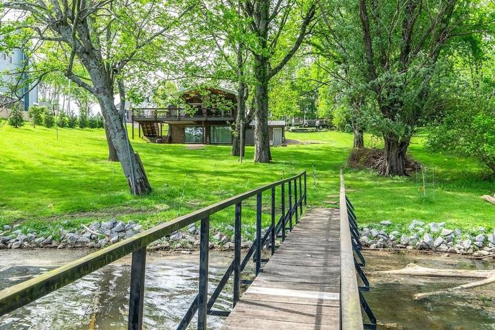 Pet Friendly Entire Cottage on Old Hickory