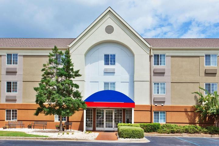 Pet Friendly Sonesta Simply Suites Cleveland North Olmsted
