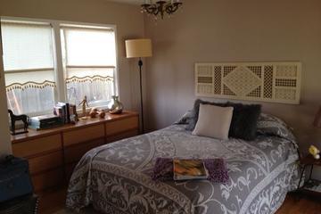 Pet Friendly 1-Bedroom Mid-Century Private Studio
