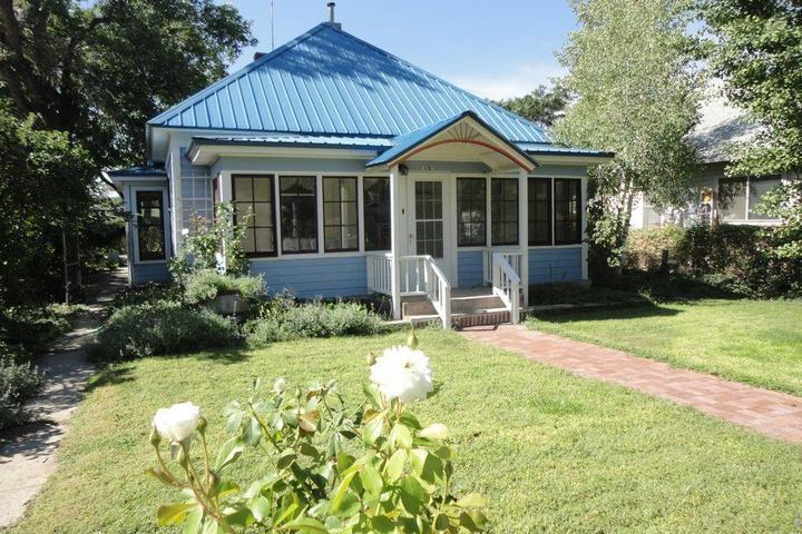 Pet Friendly White Lavender Cottage