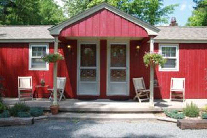 Pet Friendly Phoenicia Lodge