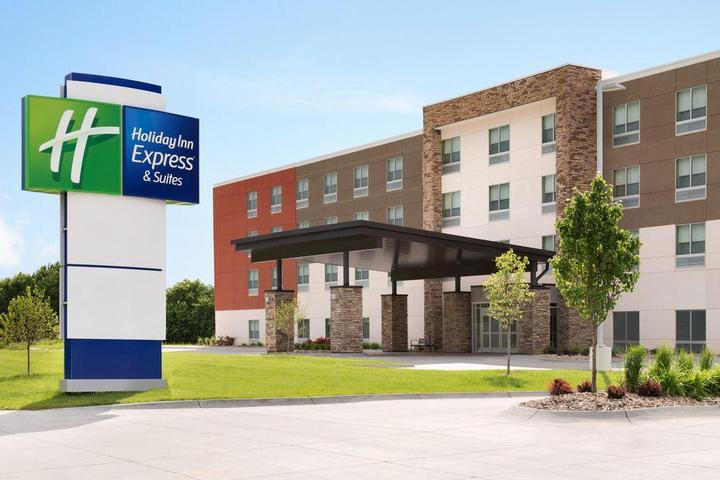 Pet Friendly Holiday Inn Express & Suites Clear Spring