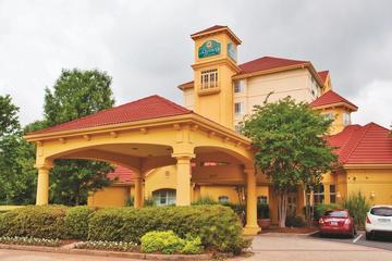 Pet Friendly La Quinta Inn & Suites Charlotte Airport South