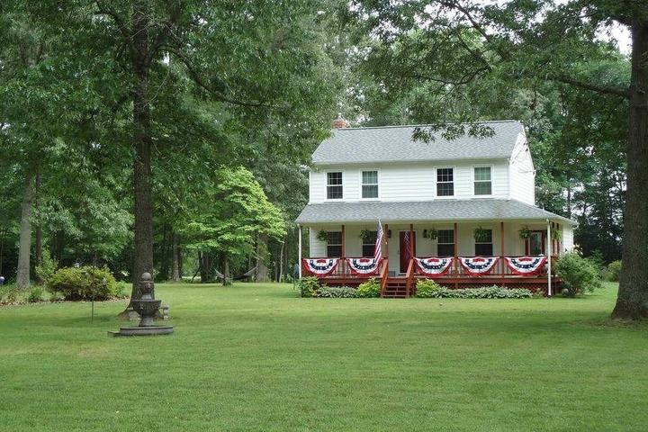 Pet Friendly Shady Acres Bed and Breakfast