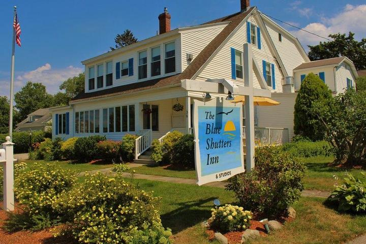 Pet Friendly Blue Shutters Inn