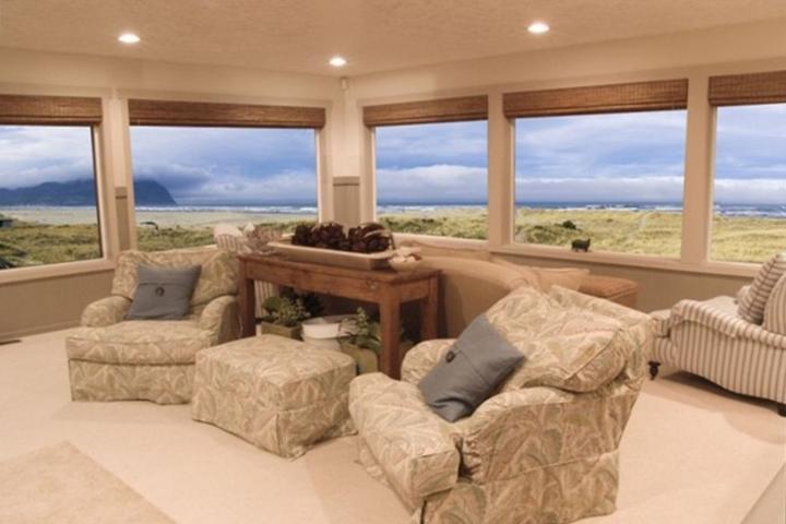 Pet Friendly Ocean Front Seaside Home