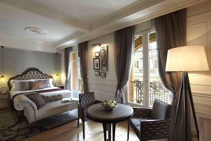 Pet Friendly La Clef Louvre Paris