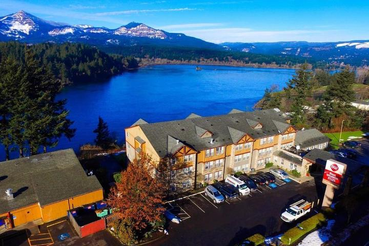 Pet Friendly Best Western Plus Columbia River Inn