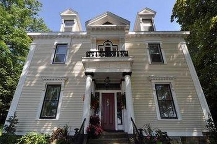 Pet Friendly The Pictou Puffin Bed and Breakfast