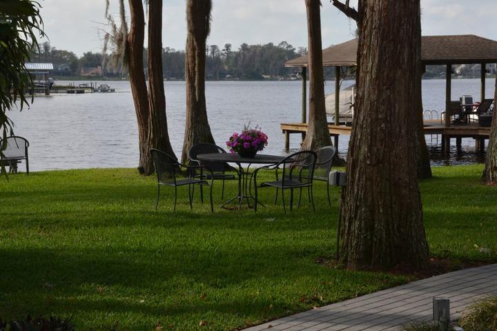 Pet Friendly Beautiful Lakefront Home