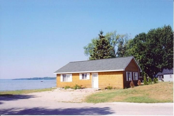 Pet Friendly Cozy Cabin on South Lake Manistique