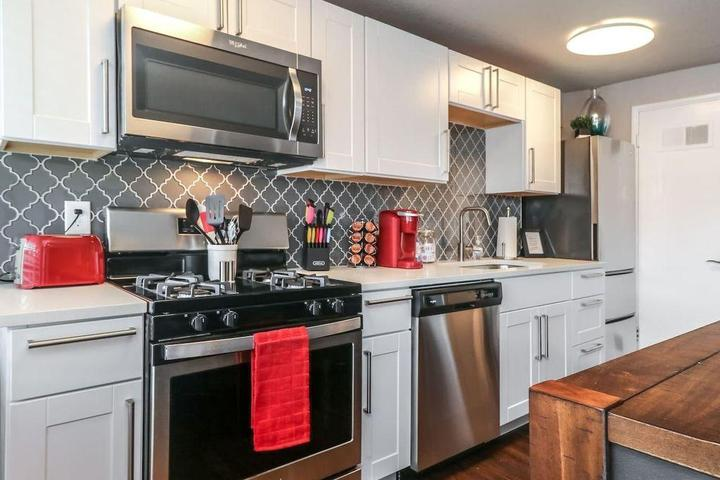 Pet Friendly 2-Bedroom Condo with Stainless-Steel Appliances