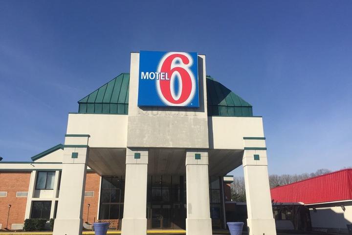 Pet Friendly Motel 6 Ruther Glen, VA