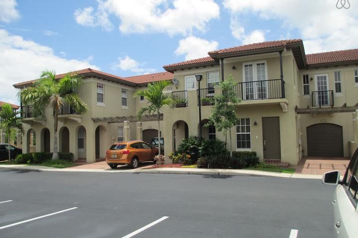 Pet Friendly North Lauderdale Airbnb Rentals